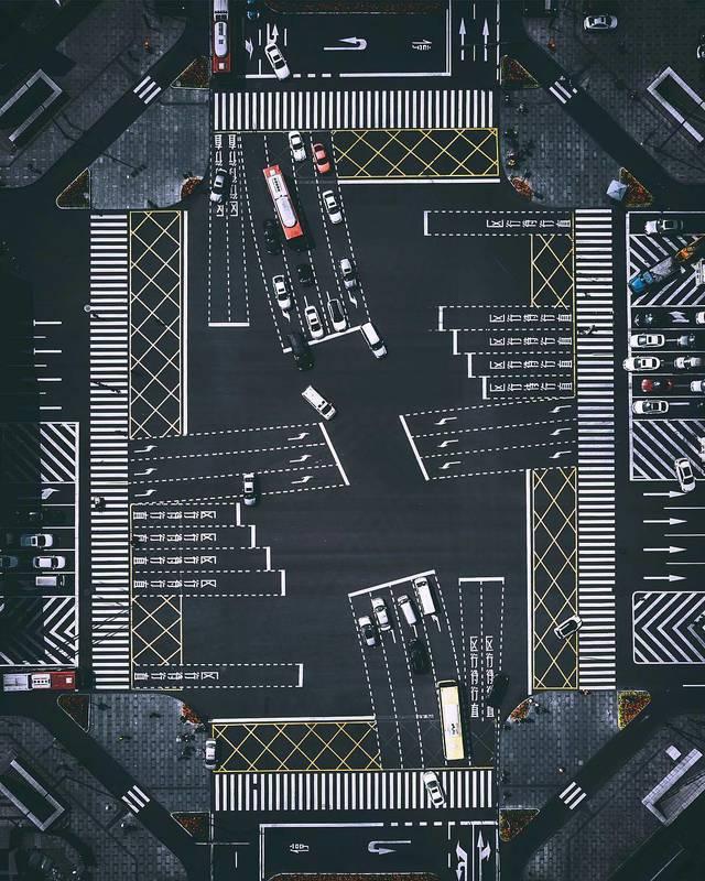 Авто - факт:  китайский перекресток в Чэнду - один из самых запутанных в мире