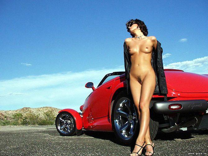 фото вертикальное обнаженных девушек с авто