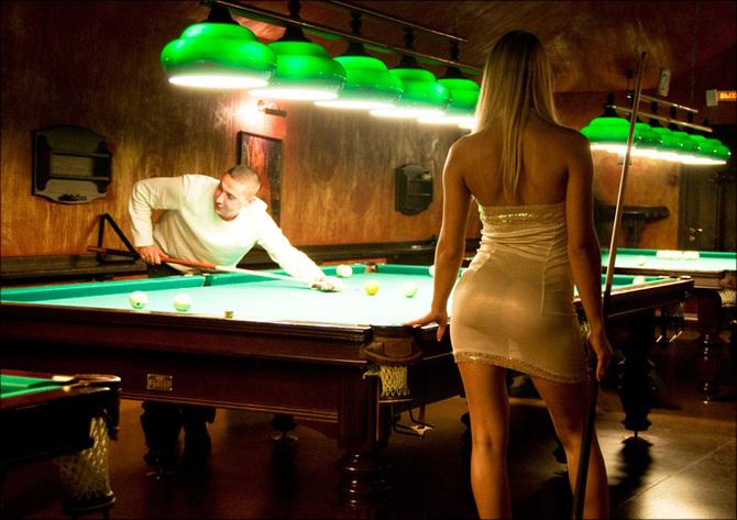 Фото девушек играющих в бильярд без трусиков 32
