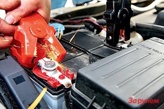 устройство при включенных фарах разряжается аккумулятор что
